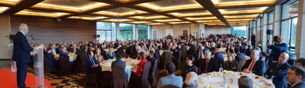 El presidente del Ejecutivo riojano habla del crecimiento económico con desarrollo social en el foro de La Rioja