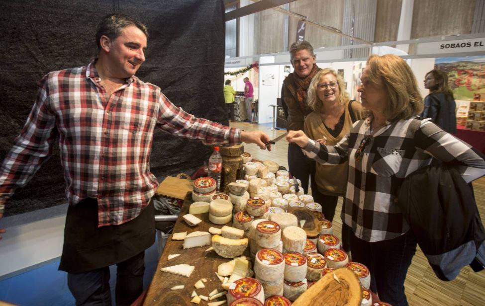 Miles de personas llenan la Feria del Producto de Cantabria